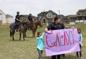 Students and police reveal horse's name on banner.