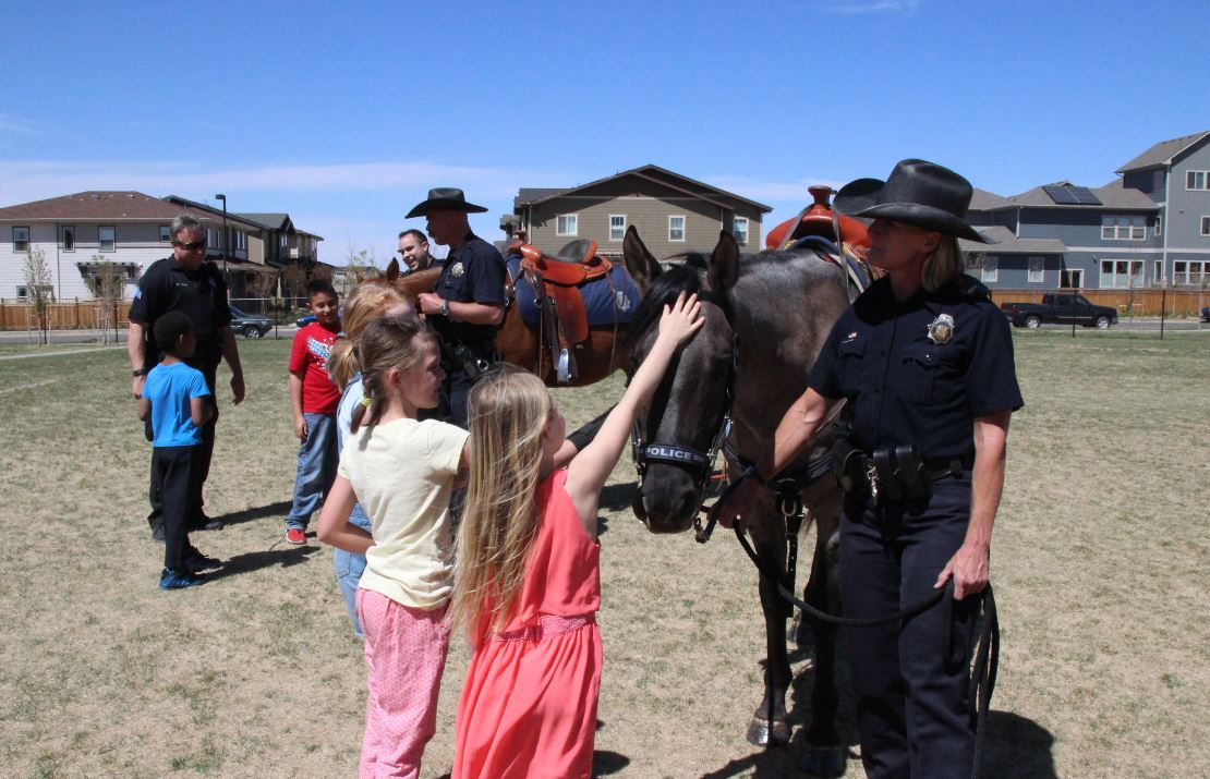 students with DPD horse and officers