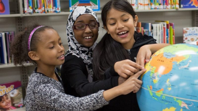 girls-with-globe-image-2017-educa-refugee-community