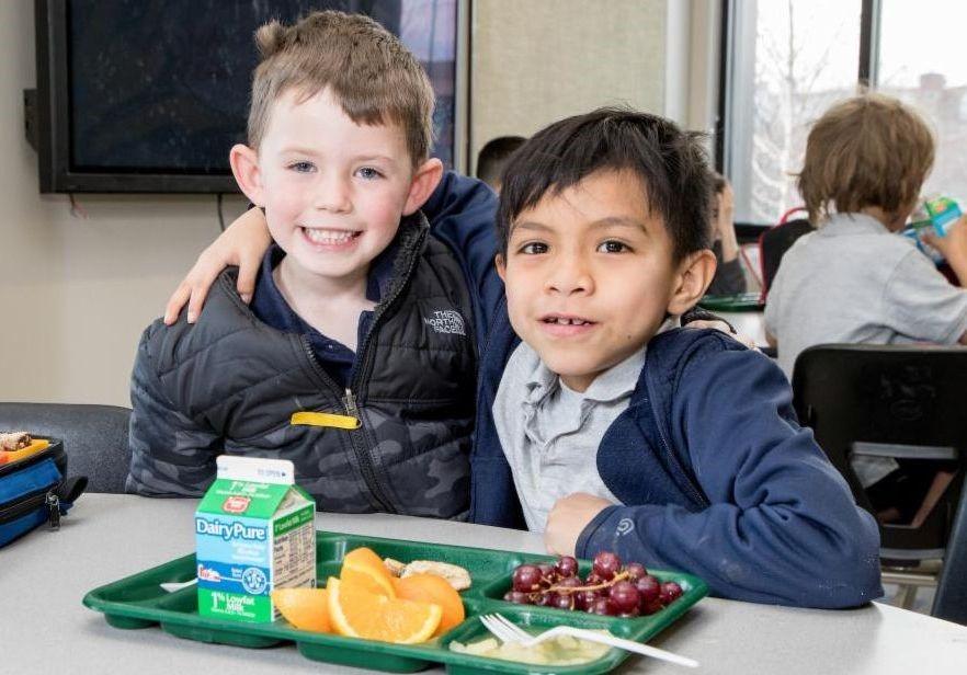 Students eat lunch at Valdez